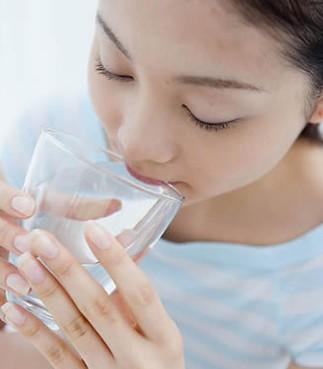 秋季护肝多喝水