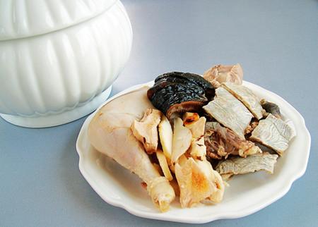 煲汤药材保健功效 冬季煲汤的注意事项