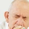 老年人剧烈咳嗽后稍作休息避免晕厥