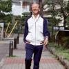 老人多甩手大步走可防肩周炎