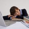 趴桌睡易得病 教你如何睡得健康