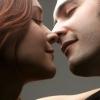 情人节将至 情侣接吻当心接吻病