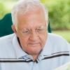 人到老年阳气衰 老年人面部按摩揉搓保健