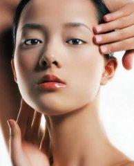 详解祛斑靓肤的刮痧疗法