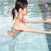 清凉水中运动瘦腿美腿有奇效