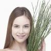 脂溢性脱发如何防治 合理饮食保护秀发