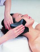 月经受阻生色斑 刮痧疗法调气血